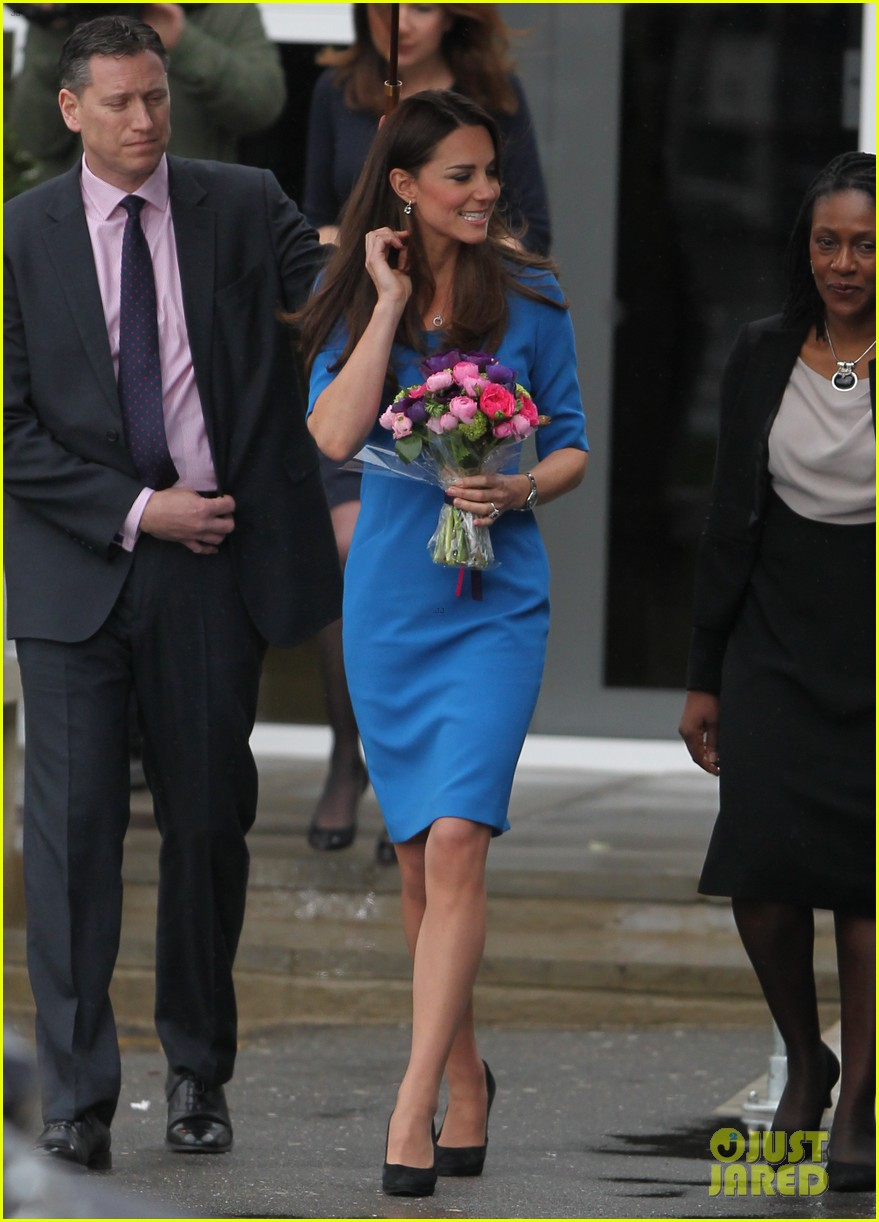 kate middleton opens the icap art room on valentines day 03