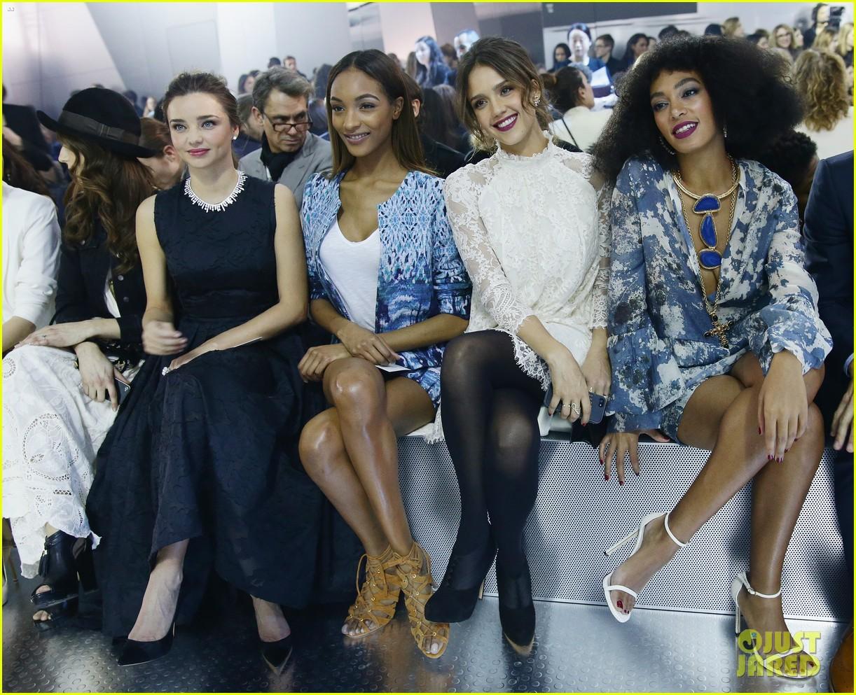 miranda kerr jessica alba hm paris fashion show 033061118
