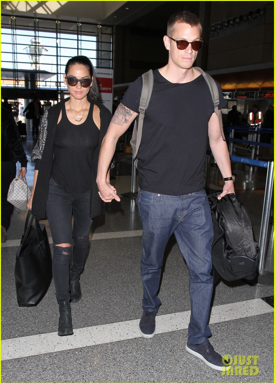 olivia munn accompanies joel kinnaman on robocop tour 083046195