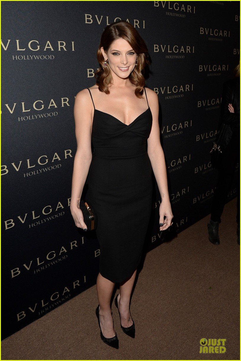 olivia munn ashley greene stunning at decades of glamour event 01