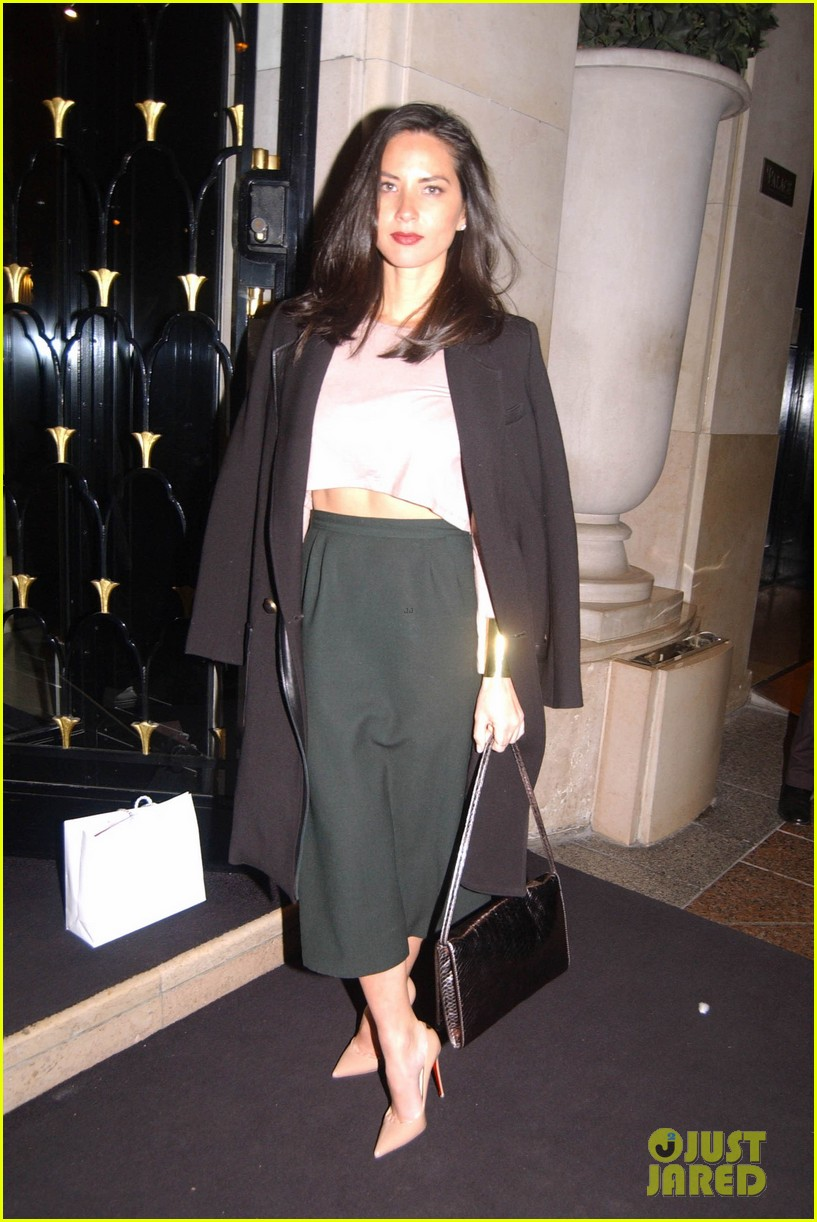 olivia munn joel kinnaman paris lovers 03