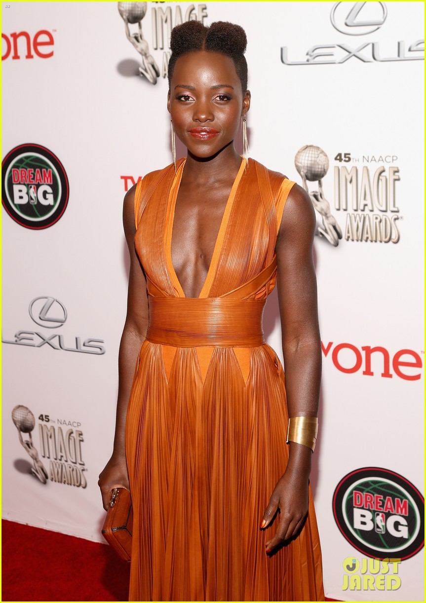 Lupita Nyong'o Wins Best Supporting Actress | 15 Minute News