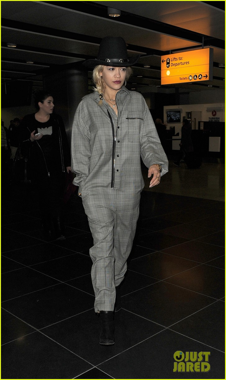 rita ora heads to dubai after quick trip to london 01