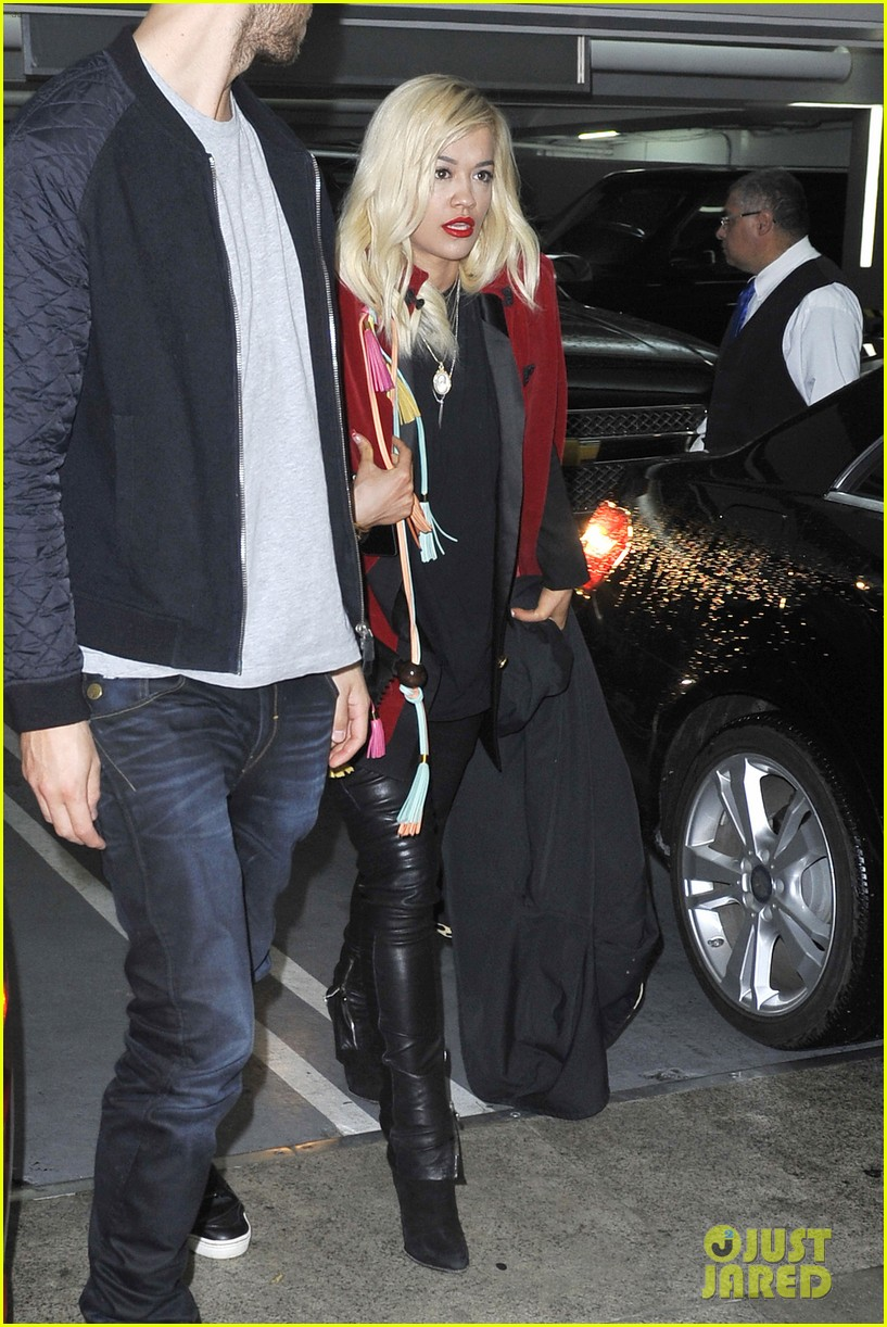 rita ora cant keep her hands off boyfriend calvin harris 323048935