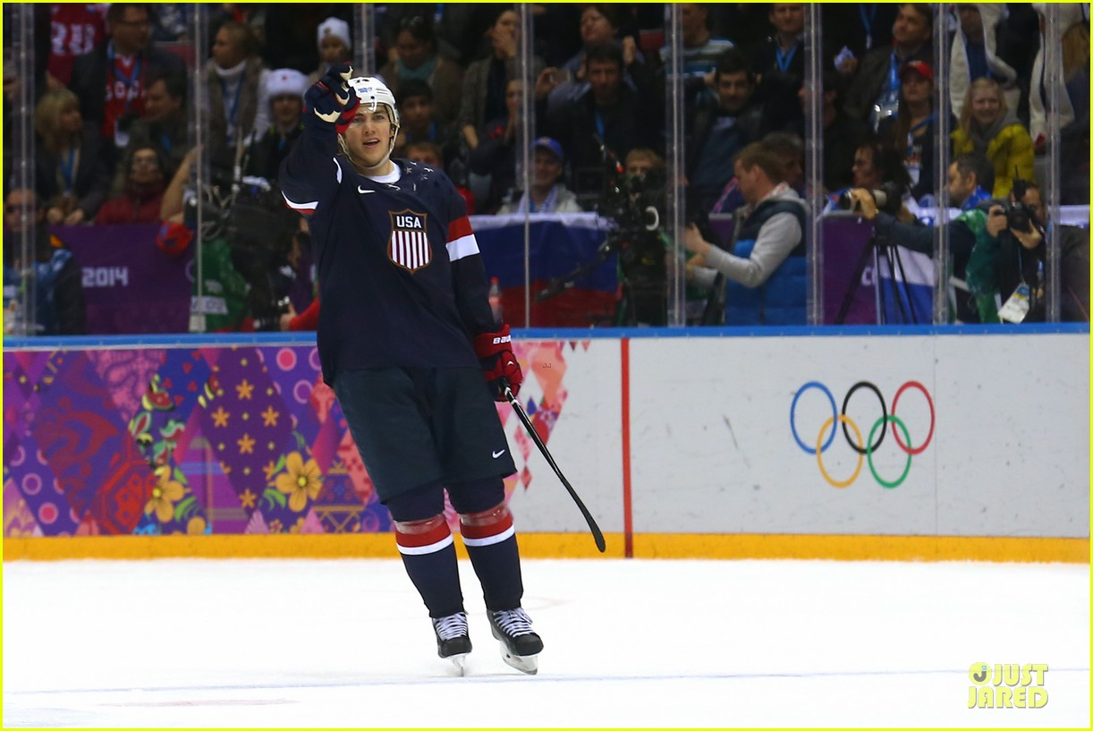 tj oshie scores winning goal for us against russia at sochi olympics 09
