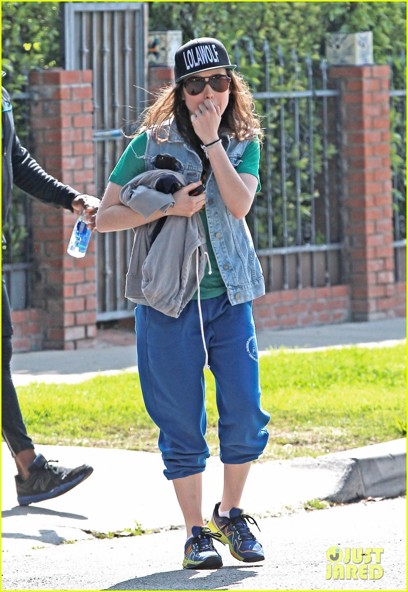 ellen page looks comfy cool while leaving the gym 01