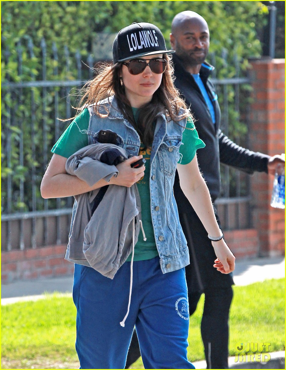 ellen page looks comfy cool while leaving the gym 023056633