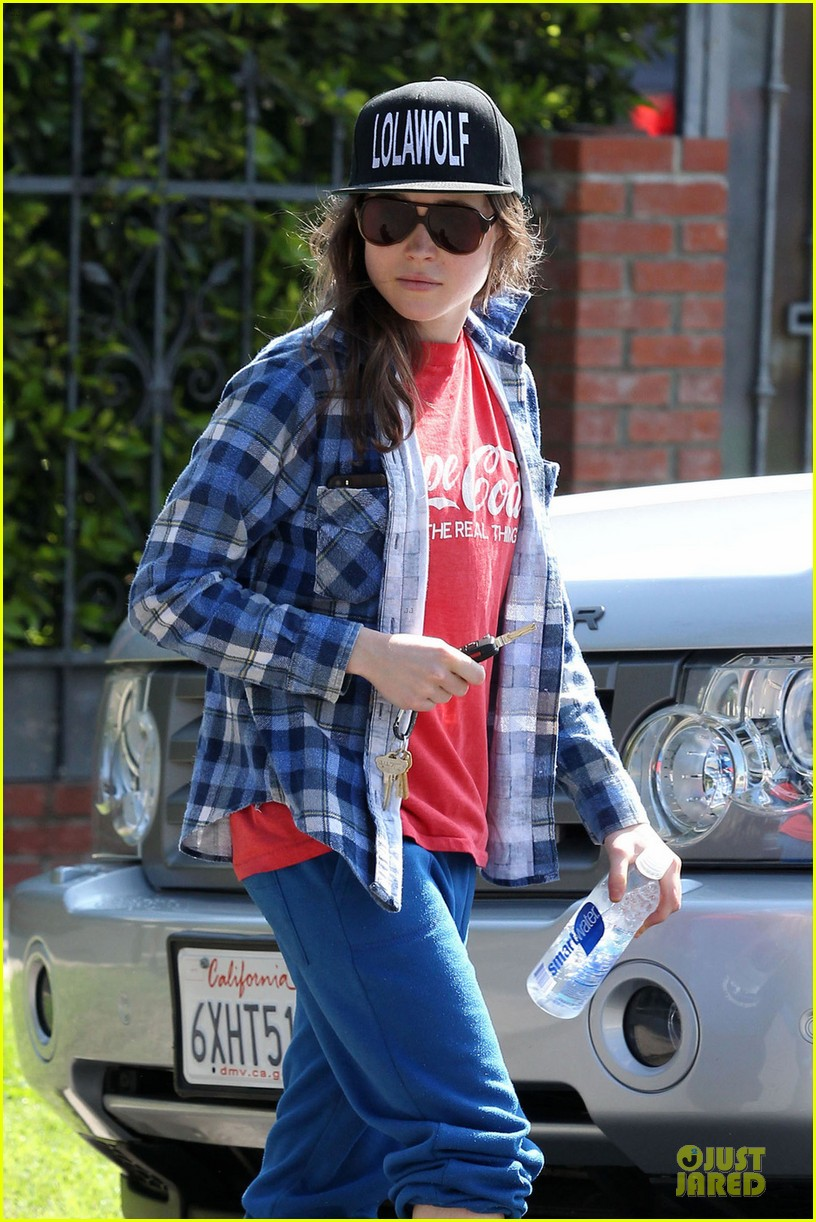 ellen page supports zoe kravitz band lolawolf 02