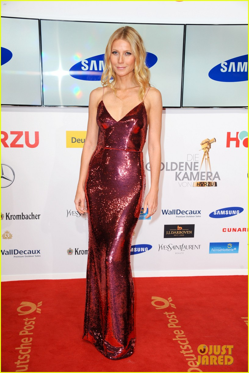 gwyneth paltrow is pink prada perfection at goldene kamera awards in berlin 03