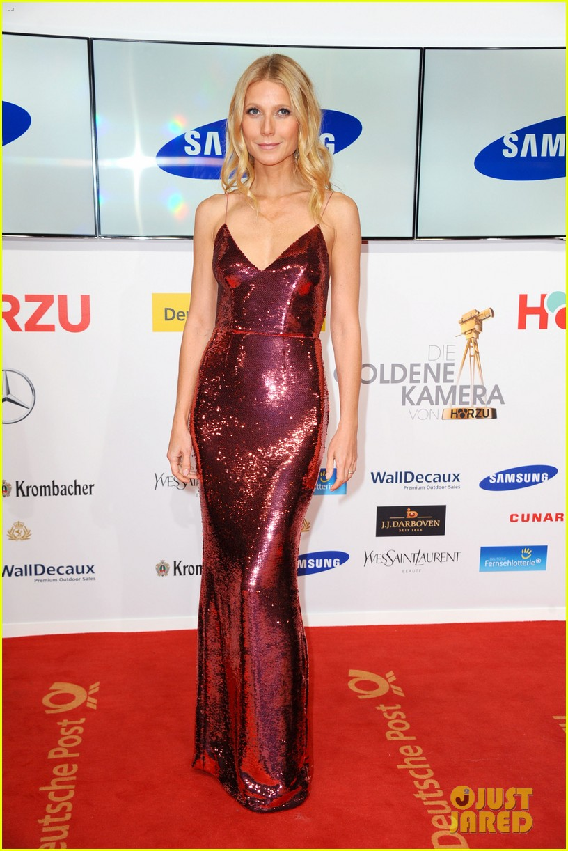 gwyneth paltrow is pink prada perfection at goldene kamera awards in berlin 05