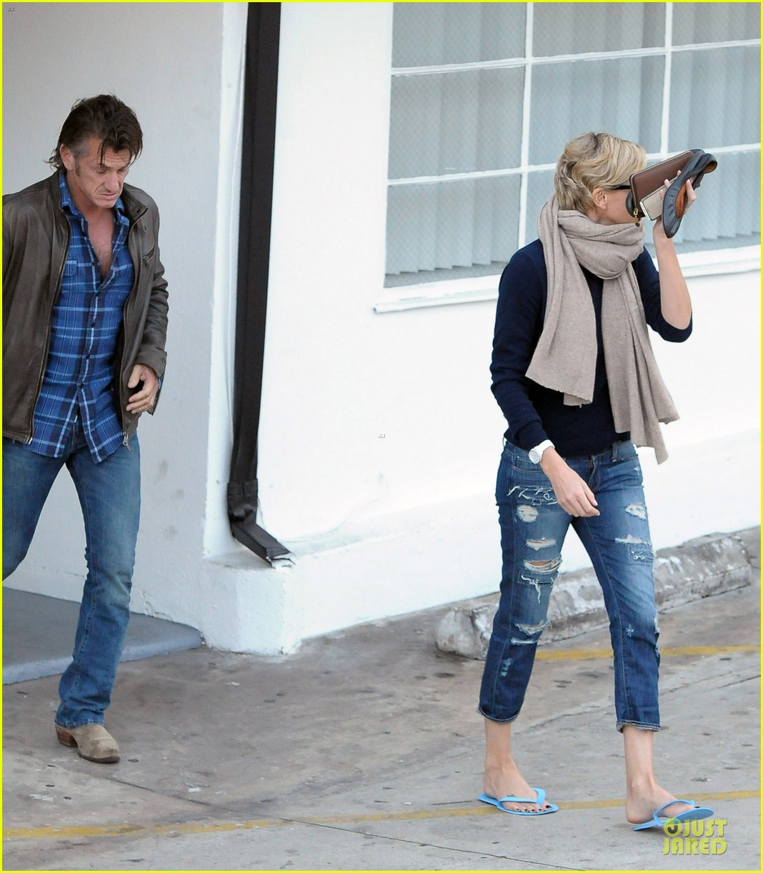 sean penn pampers charlize theron at nail salon 023049326