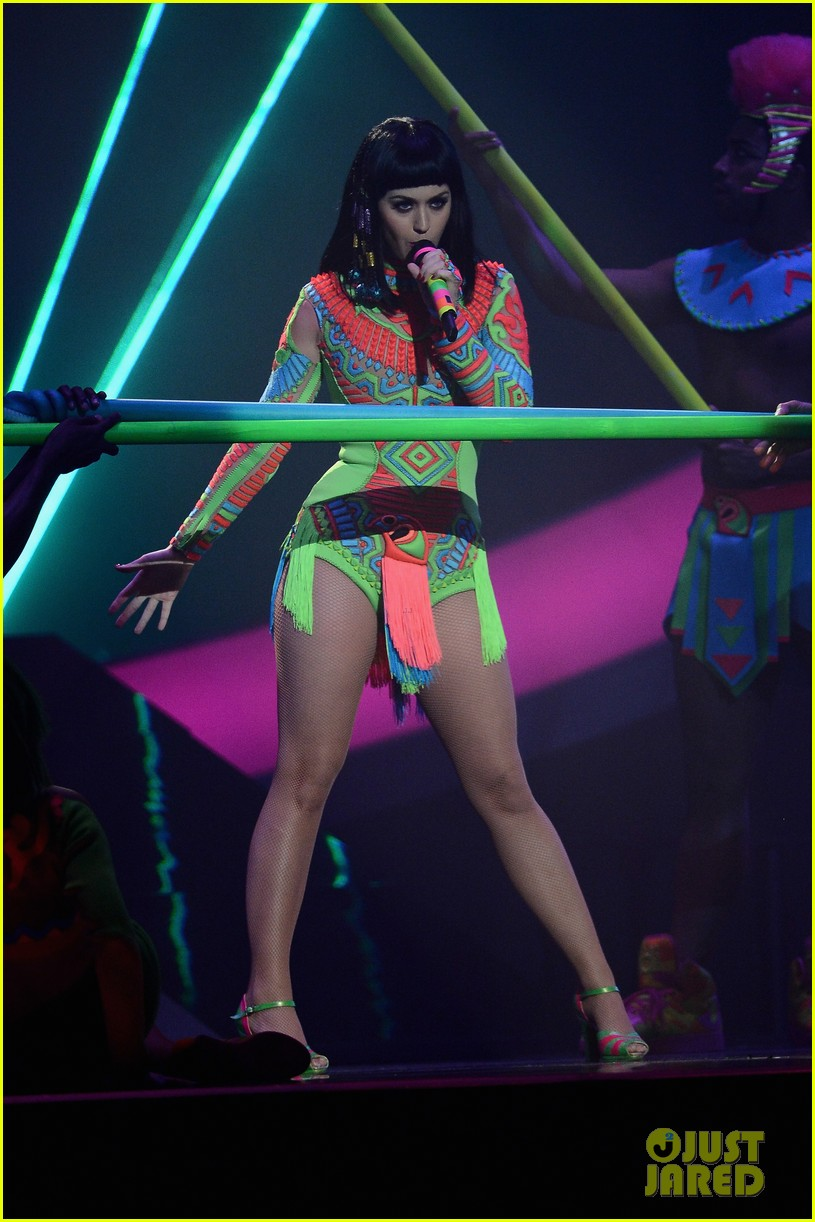 katy perry performs dark horse at brit awards 2014 video 02