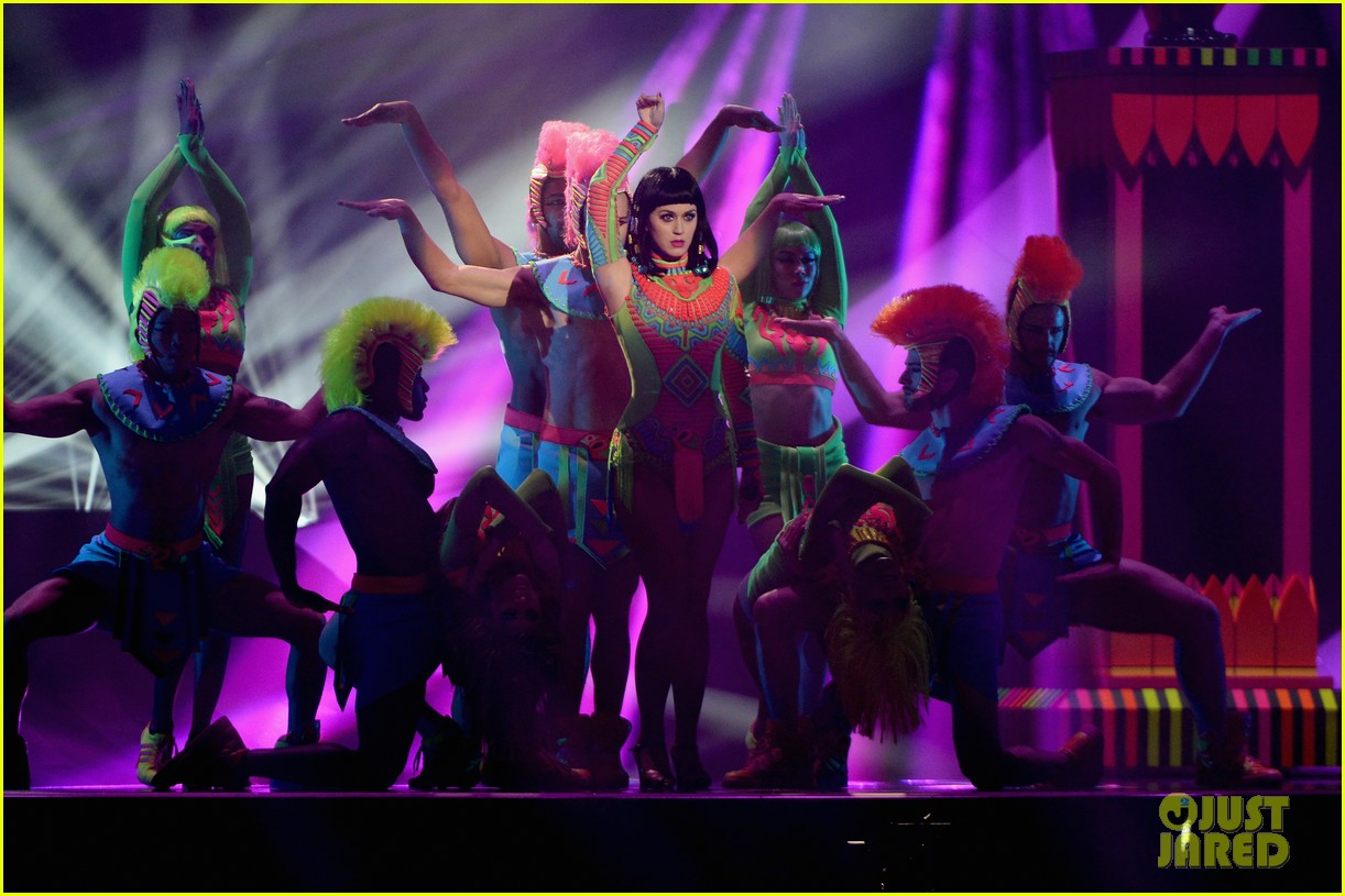 katy perry performs dark horse at brit awards 2014 video 03