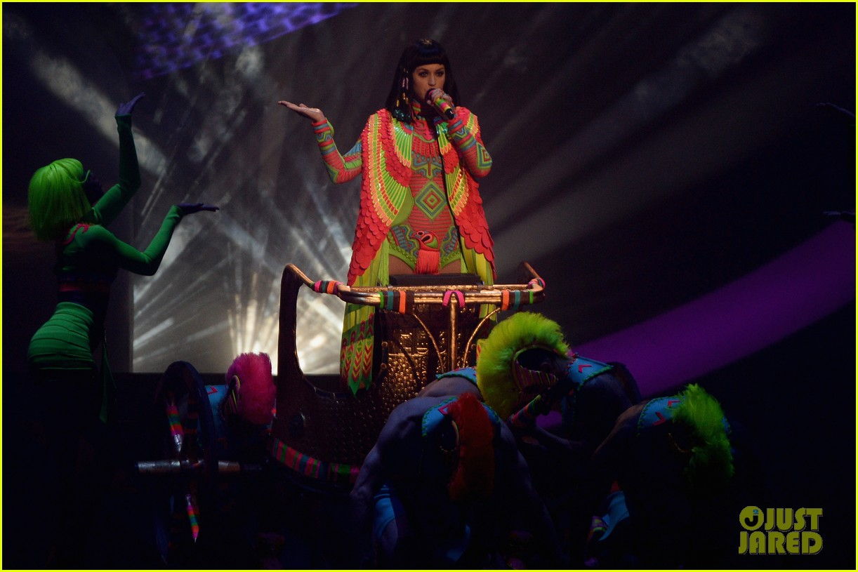 katy perry performs dark horse at brit awards 2014 video 05
