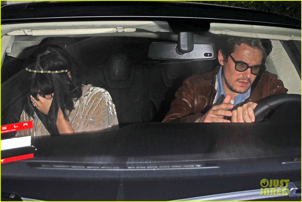 katy perry john mayer engagement rumors swirl after ring spotted on that finger 093055102