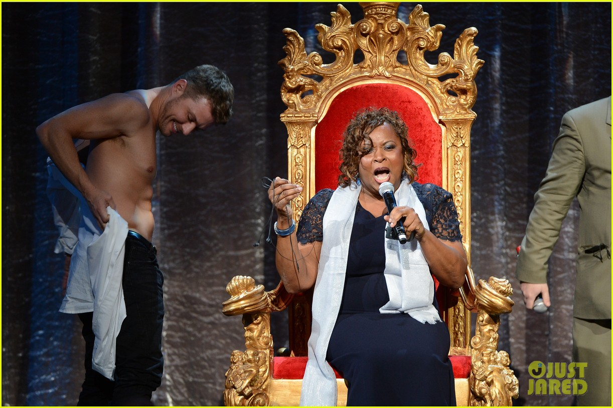 ryan phillippe gives shirtless lap dance to robin quivers 13
