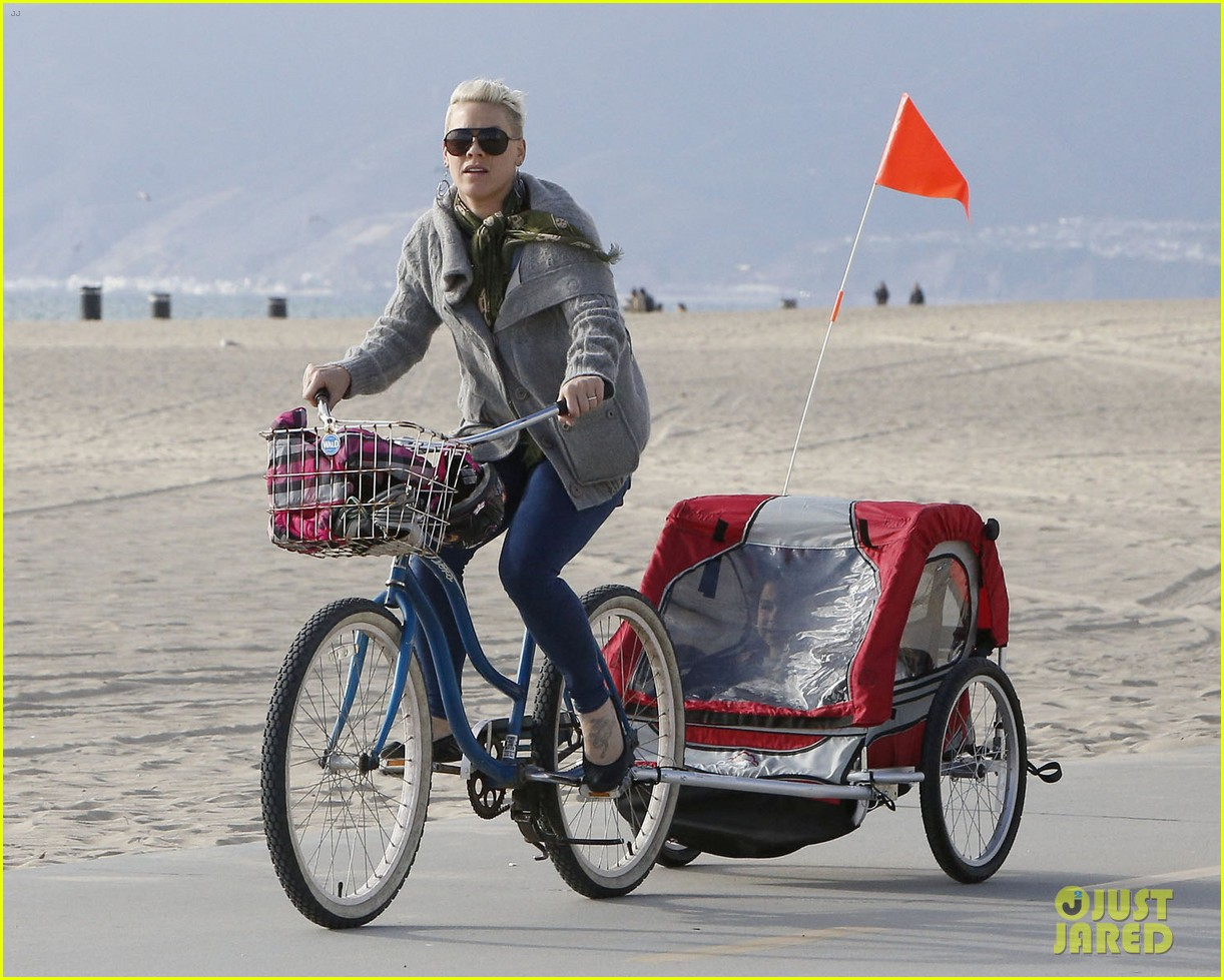 pink goes for bike ride after finishing truth about love tour 06