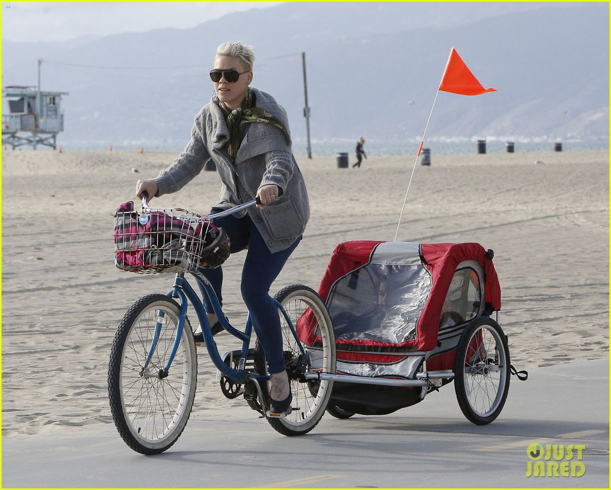 pink goes for bike ride after finishing truth about love tour 07