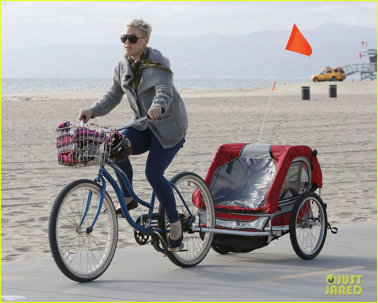 pink goes for bike ride after finishing truth about love tour 08