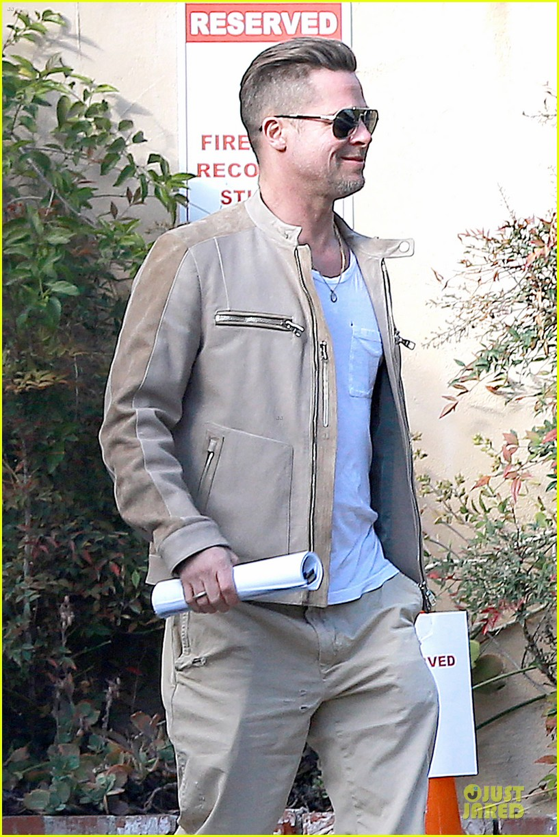 brad pitt exits pasadena studio with secret script 02