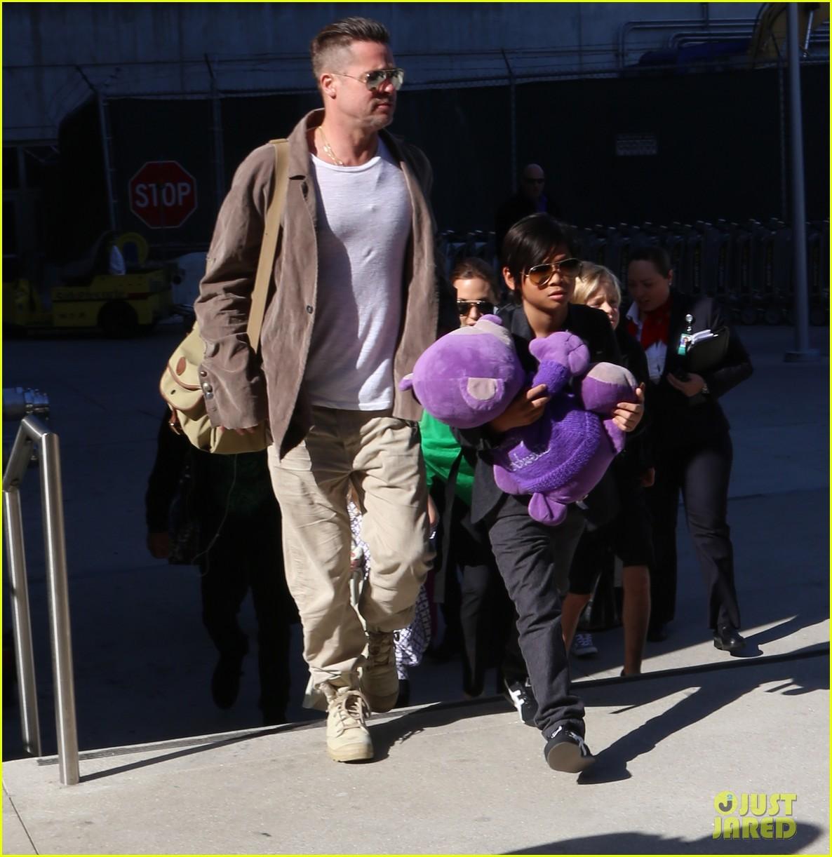angelina jolie brad pitt all six kids land in los angeles see the new pics 013047978