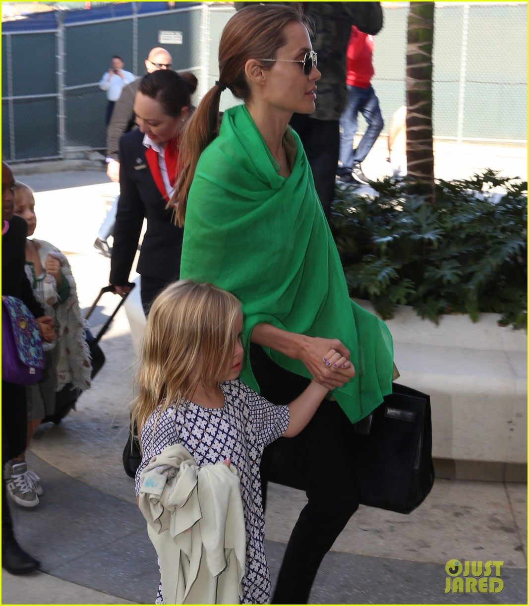 angelina jolie brad pitt all six kids land in los angeles see the new pics 043047981