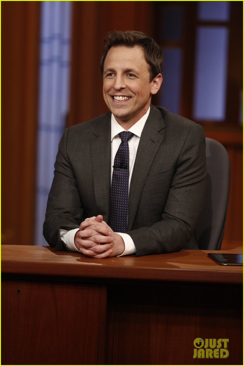 amy poehler visits seth meyers on late night debut 04