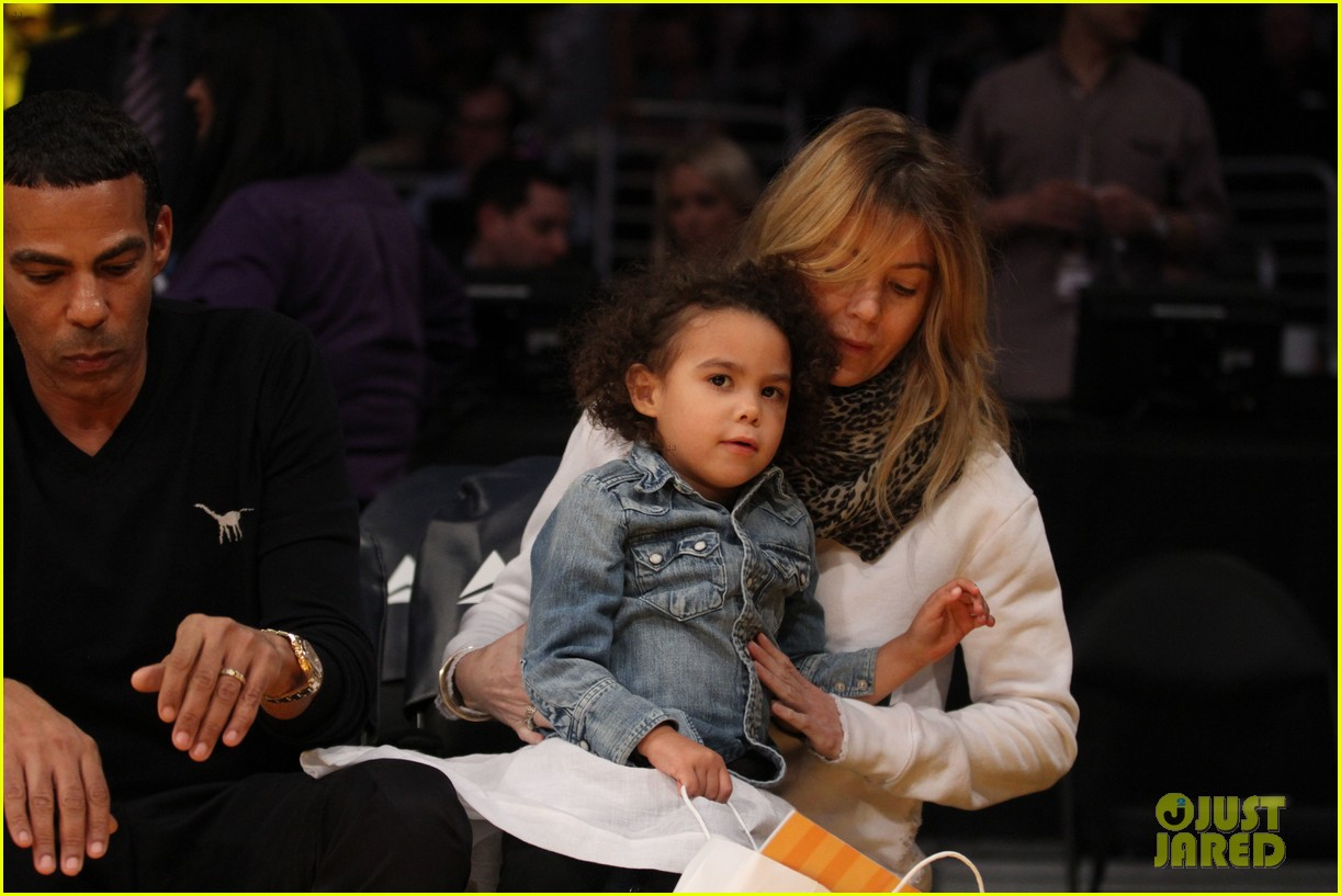 ellen pompeo will ferrell lakers courtside seats with the kids 09