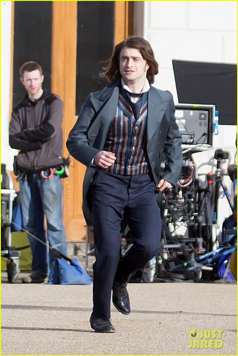 daniel radcliffes long hair reminds us of sirius black 22