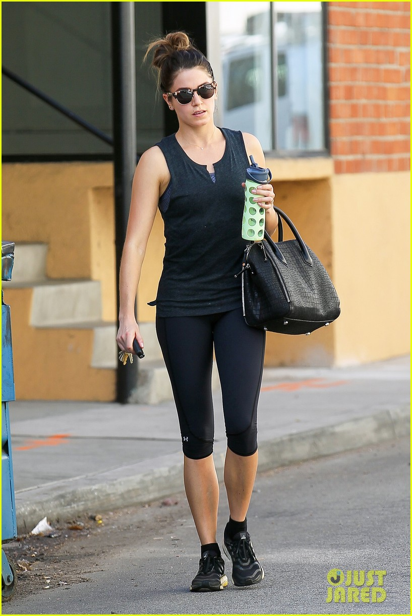 nikki reed keeps in shape with daily workout 013060894