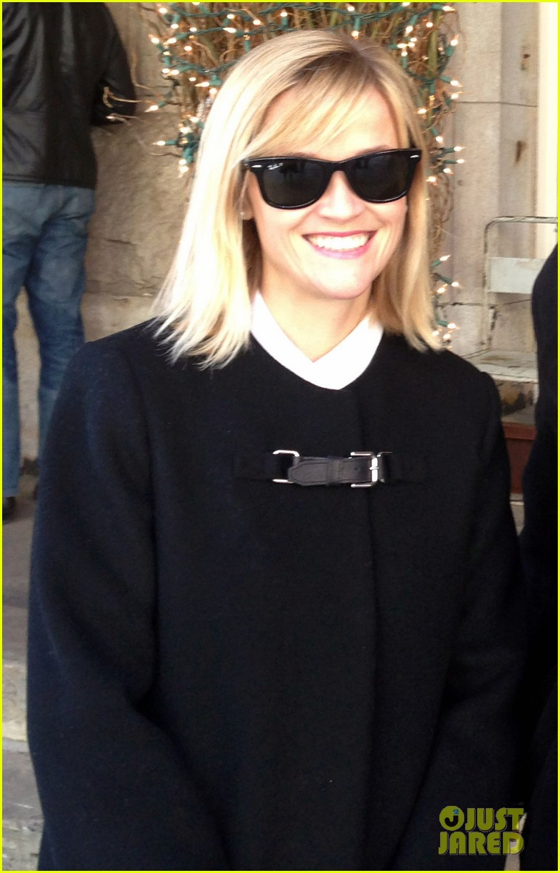 reese witherspoon enjoys rare warmer new york weather 03