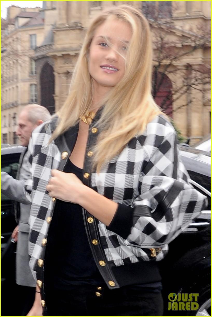 rosie huntington whiteley karlie kloss walk runway at balmain show 10