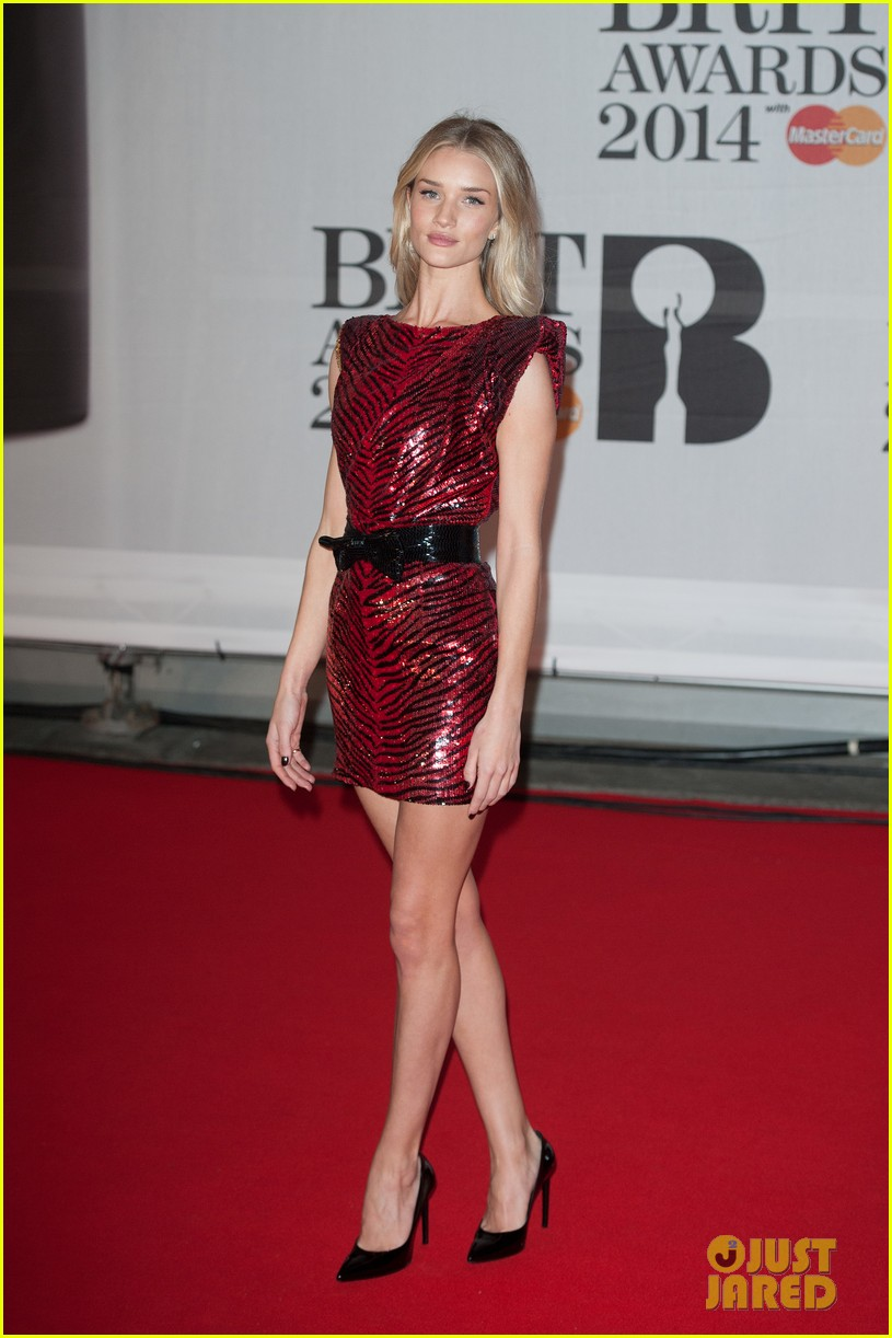 rosie huntington whiteley brit awards 2014 red carpet 033056304