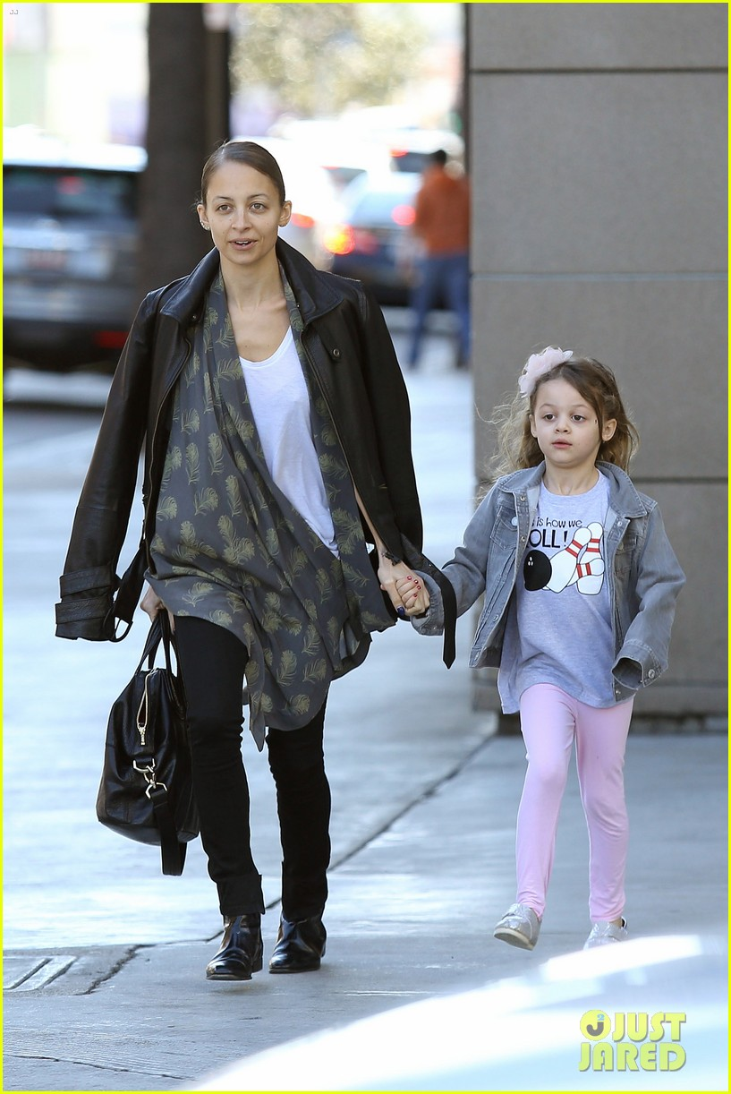 nicole richie birthday party fun with cutie pie harlow 04