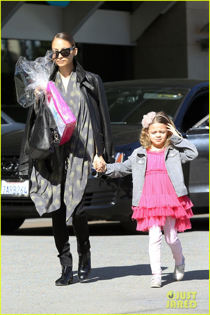 nicole richie birthday party fun with cutie pie harlow 13
