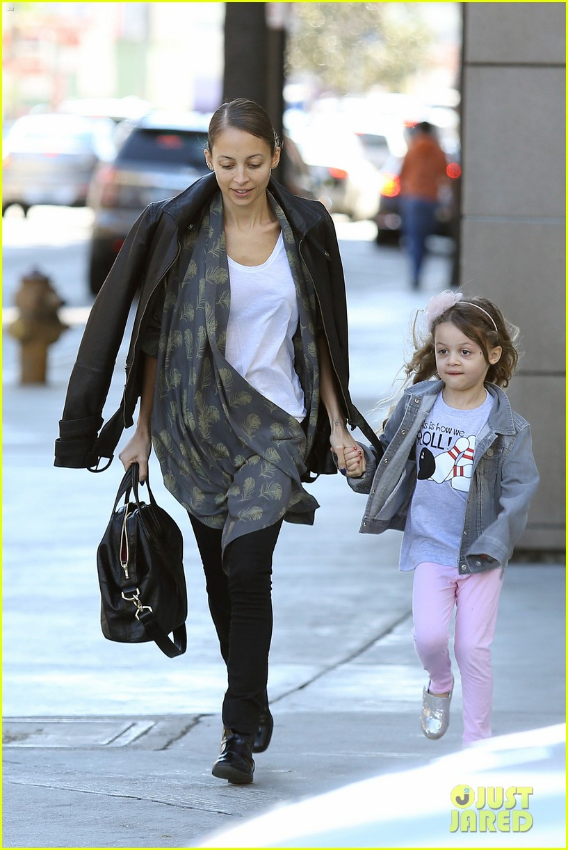 nicole richie birthday party fun with cutie pie harlow 163046775