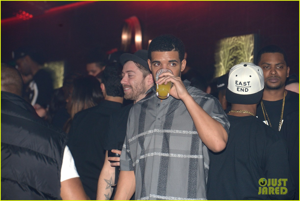 rihanna supports drake at club one year anniversary 14