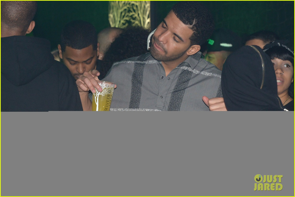 rihanna supports drake at club one year anniversary 16