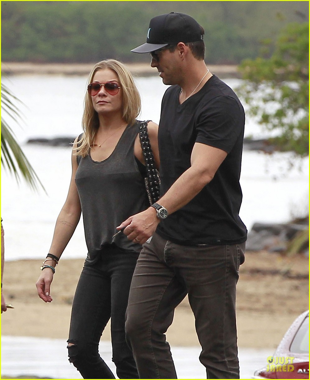 leann rimes sports foot bandage for hawaiian lunch with eddie cibrian 02
