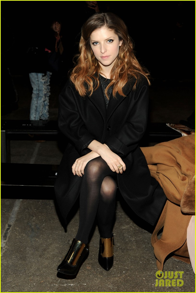 holland roden anna kendrick get front row look at philosophy show 01
