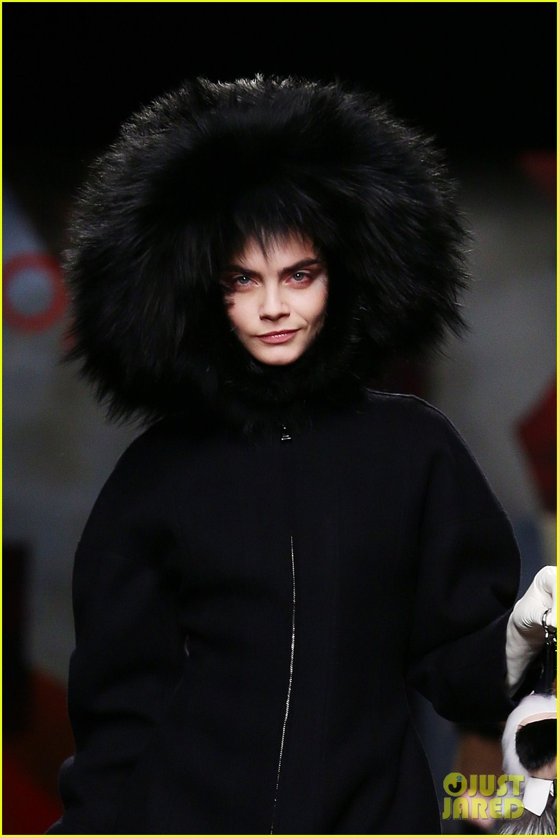 michelle rodriguez supports rumored girlfriend cara delevingne at fendi show 07