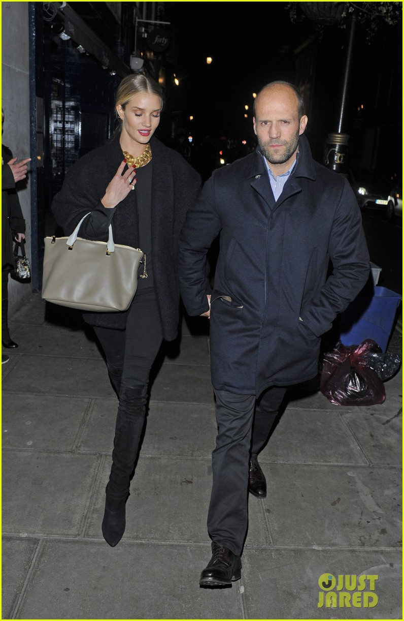 rosie huntington whiteley gushes over boyfriend jason statham 073054375