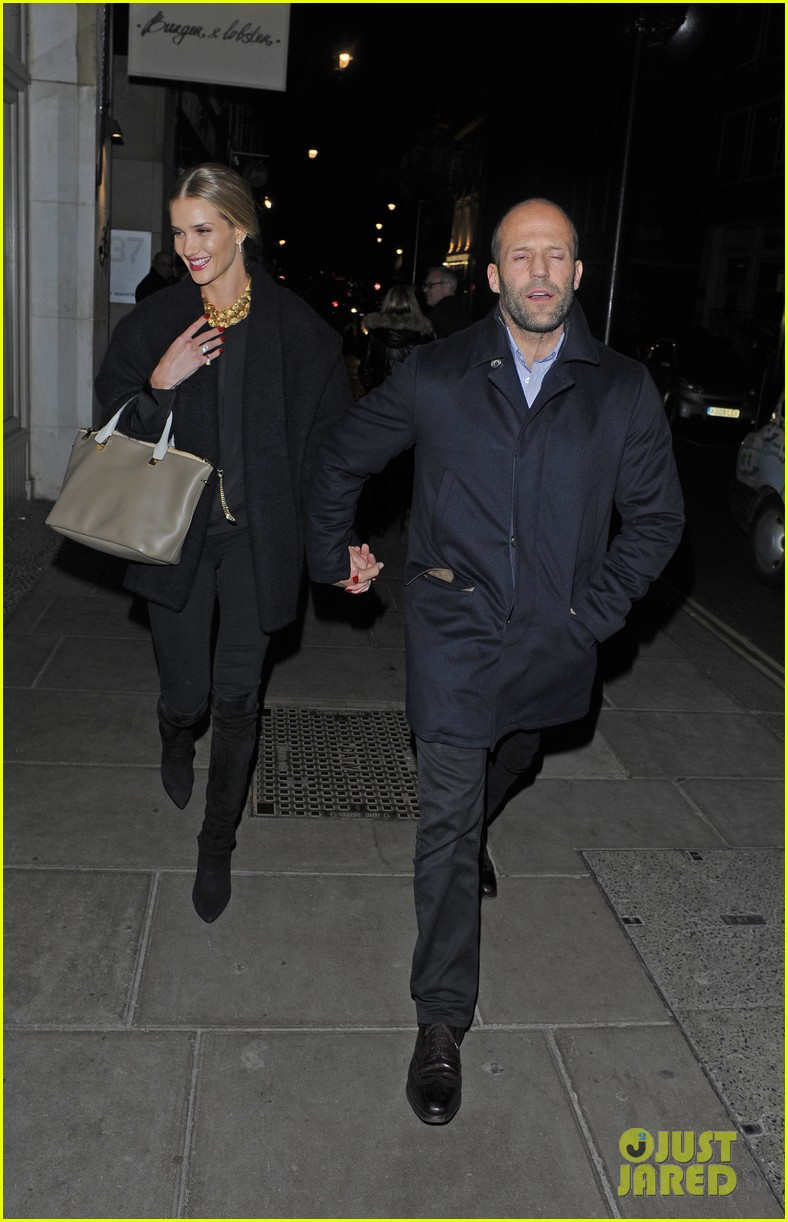 rosie huntington whiteley gushes over boyfriend jason statham 083054376