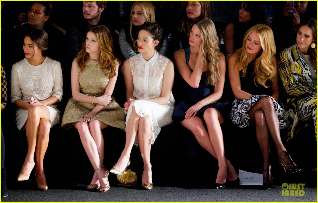 emmy rossum anna kendrick monique lhuiller fashion show 04