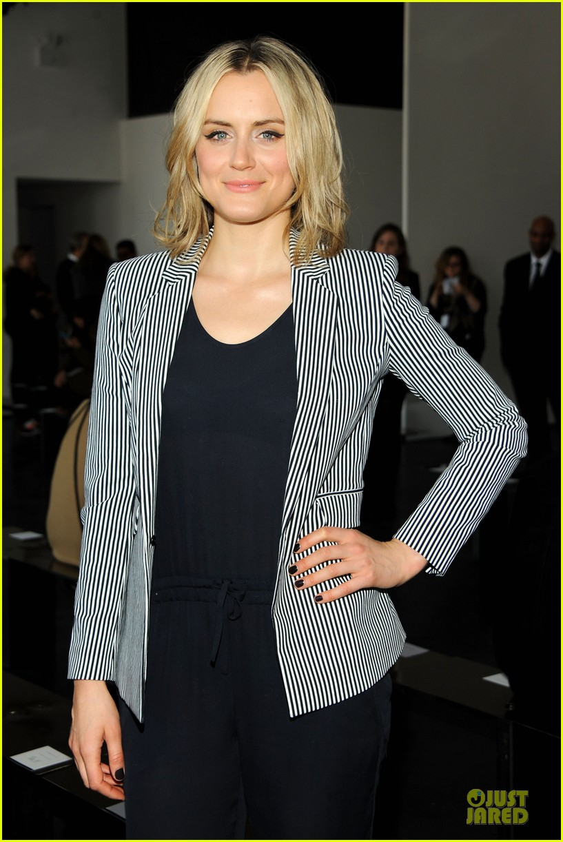 taylor schilling caitlin fitzgerald theory fashion show 08