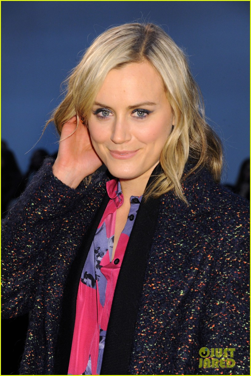 taylor schilling thakoon fashion show 023050447