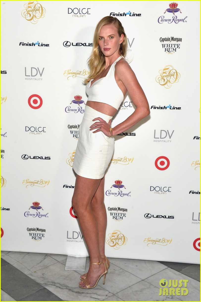 sports illustrated cover models glam up for soiree in miami 12