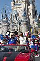super bowl mvp malcolm smith visits disney world after big win 07
