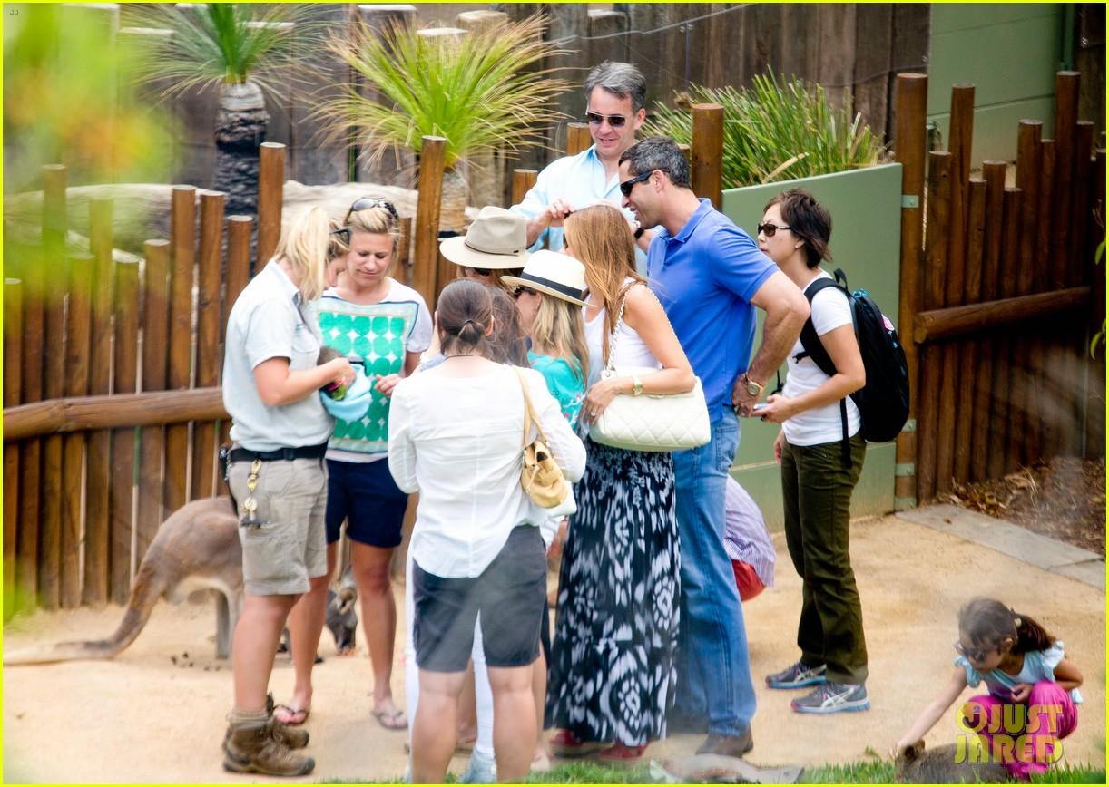 sofia vergara nick loeb sydney zoo trip with modern family co star 28