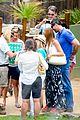 sofia vergara nick loeb sydney zoo trip with modern family co star 27